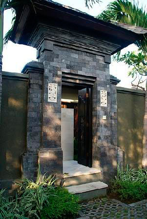5 Model Angkul Angkul Batu Alam Untuk Rumah Bali Minimalis