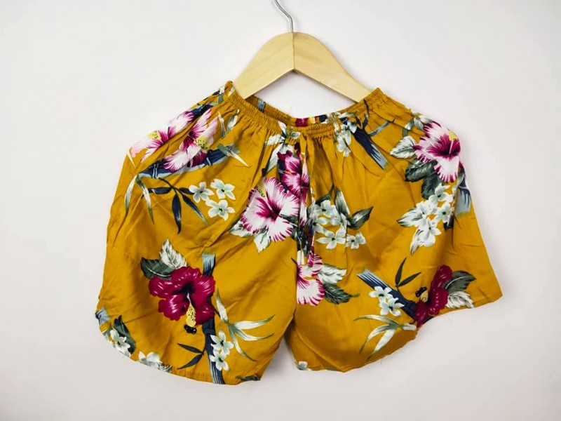 Celana Pendek Wanita Bahan Kain Motif Bunga