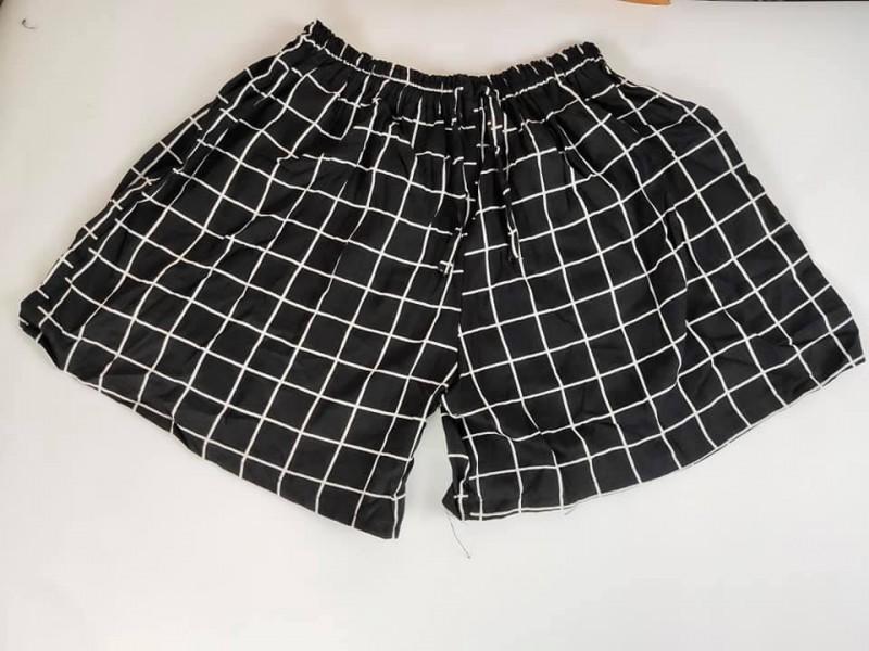 Celana Pendek Wanita Motif Kotak