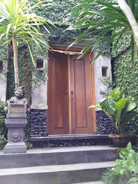 Angkul Angkul Bali Sederhana